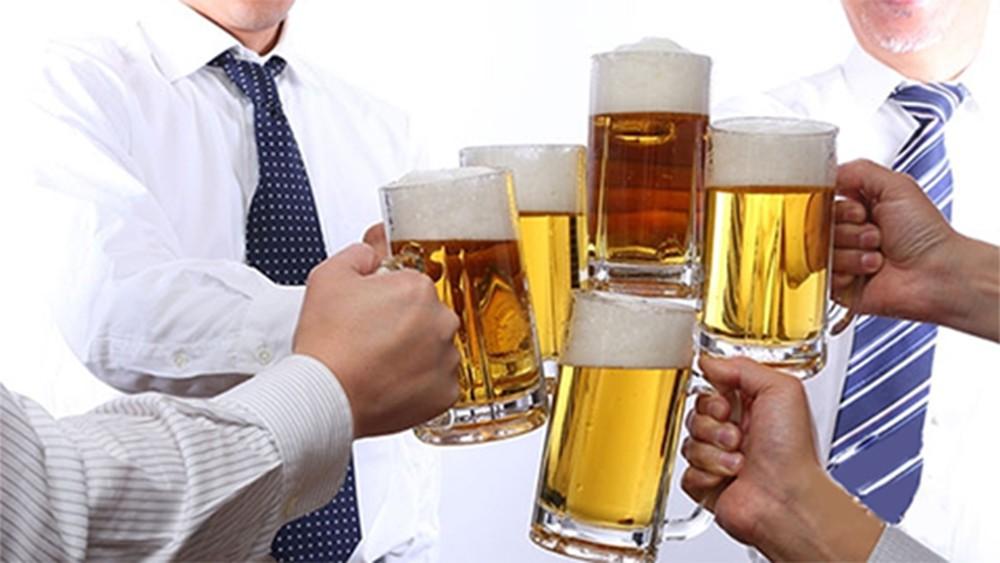 uong nhieu ruou bia