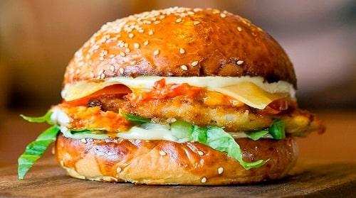 Học ngay cách làm hamburger gà rán ngon tuyệt đỉnh