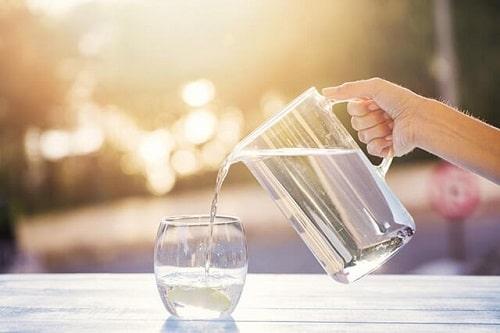 Uống nước đúng cách để trị mụn – hiệu quả bất ngờ